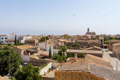Schönes Apartment in Santanyi mit großzügiger Dachterrasse und herrlichem Blick auf Kirche, Dorf und Landschaft
