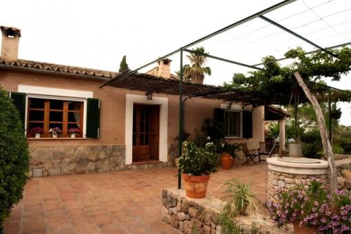 Schöne möblierte Finca mit Pool und Garten in Establiments