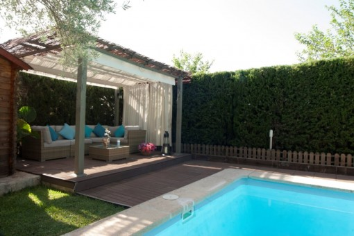 Chill-out Lounge neben dem Pool