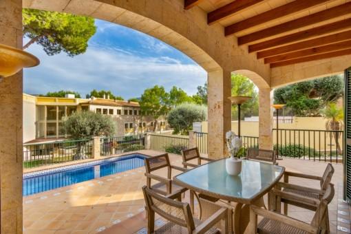 Schönes, kürzlich renoviertes Haus mit Pool und partiellem Meerblick in ruhiger Lage von Cala Mesquida