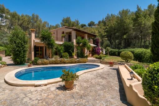 Villa in ruhigster Lage mit fantastischem Garten und viel Potential in Son Vida