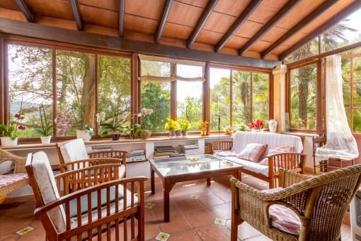 Loungebereich mit Panoramafenstern