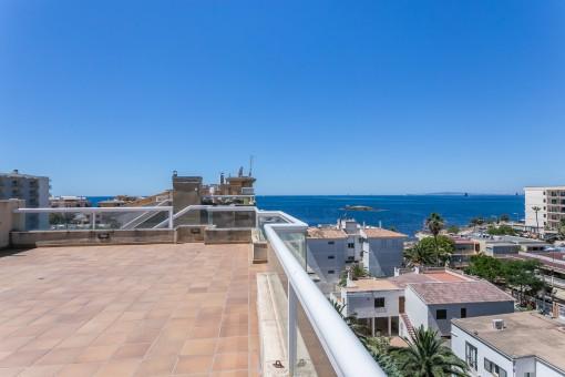 Sehr schöne Penthouse-Wohnung mit großzügiger Dachterrasse und tollem Meerblick in Can Pastilla