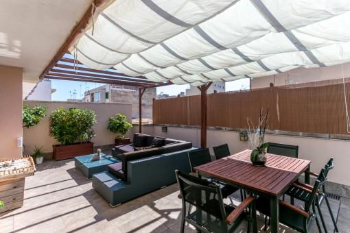 Gemütliches und schickes Penthouse mit großer Terrasse im Zentrum von Palma, nur 400 Meter vom Strand Can Pere Antoni entfernt