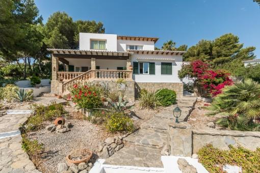 Charmante Meerblick-Villa in der begehrten Wohngegend Font de Sa Cala