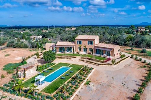 Beeindruckend schönes Landhaus im Bau in der malerischen Landschaft von Cas Concos