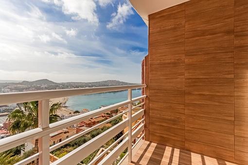 Blick auf den Strand vom Balkon aus