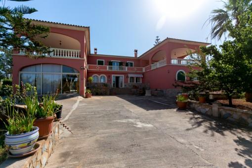Große Finca in Palmanähe mit Pool und 2 Gästehäusern