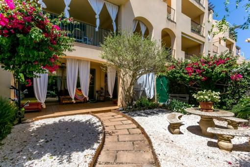 Bezaubernde Erdgeschosswohnung in einer wunderschönen Wohnanlage in Puig de Ros mit Pool und Garten