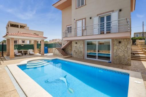 Helle, moderne Villa mit Ferienvermietungslizenz im schönen Portocolom