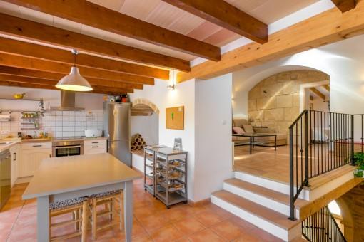 Charmante, voll ausgestattete Küche