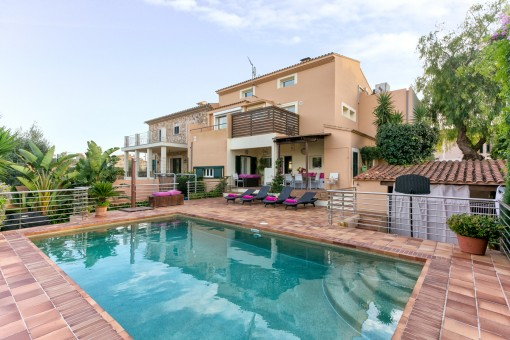 Komfortables, großes Doppelhaus in Sa Cabaneta mit  Pool, hübschem Garten und Traumblick auf die Tramuntana