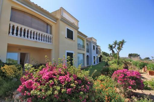 Erdgeschosswohnung in gepflegter Gartenanlage mit Meerblick in Tolleric