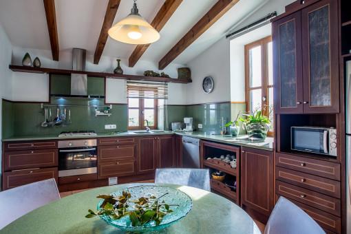 Herrliche Küche mit Essbereich