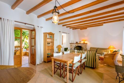 Schöner Wohn-und Essbereich mit Patiozugang