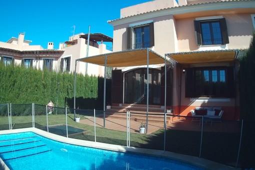 Großzügige Doppelhaushälfte in schöner Wohngegend in Puig de Ros