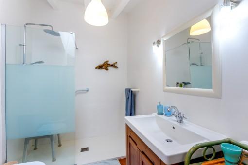 Eines von 2 Badezimmern im Haupthaus
