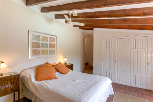Eines von ingesamt 10 Schlafzimmern