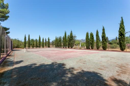 Eigener Tennisplatz