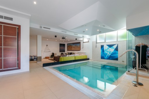 Schicke Wohnung mit großem Outdoorbereich, eigenem Innenpool mit Gegenstromanlage, SPA und Sauna  in Standnähe Cala Mayor