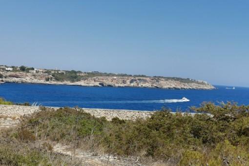 Einzigartiges Grundstück in erster und 2. Meereslinie in Cala Llombards