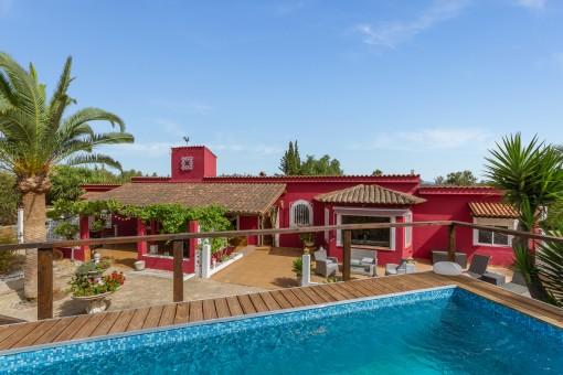Palmen-Oase mit Gästehäusern und Blick auf die Tramuntana
