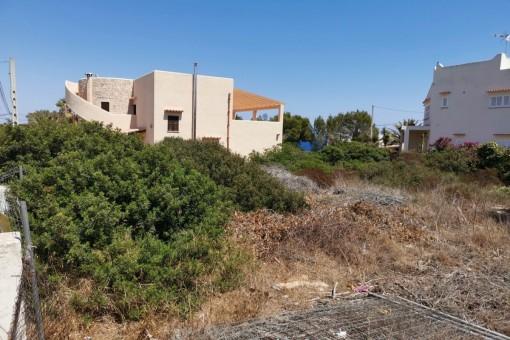 Grundstück mit Baulizenz und Meerblick in Cala Llombards