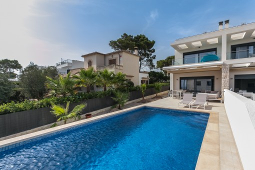 Moderne Doppelhaushälfte mit Meerblick in Cala Pi