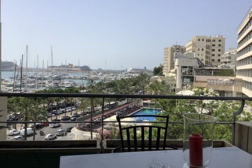Helles Meerblickapartment mit Gemeinschaftspool, Balkon und Stellplatz am Paseo Maritimo in Palma