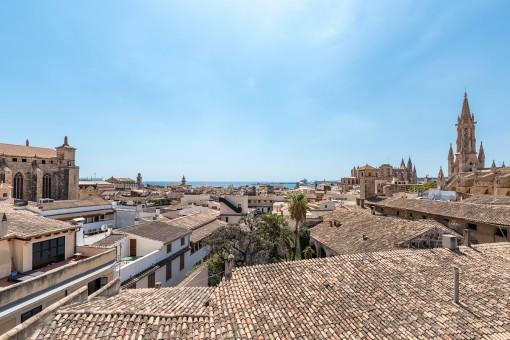 Duplex-Penthouse mit Dachterrasse, Jacuzzi und traumhaftem Blick über die Altstadt bis zum Meer