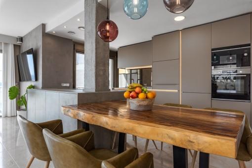 Offene, modernde Küche