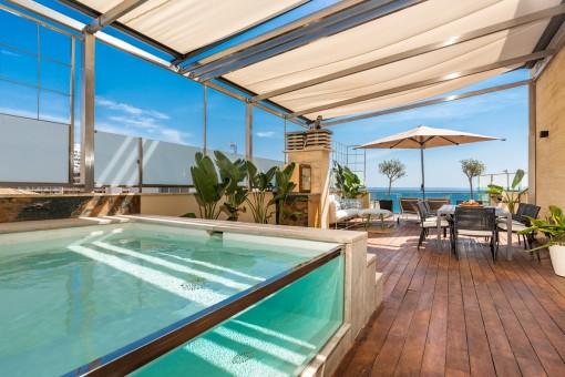 Seltene Gelegenheit - spektakuläres Meerblick-Penthouse mit Pool in privilegierter Lage, direkt am Strand von Cala Major