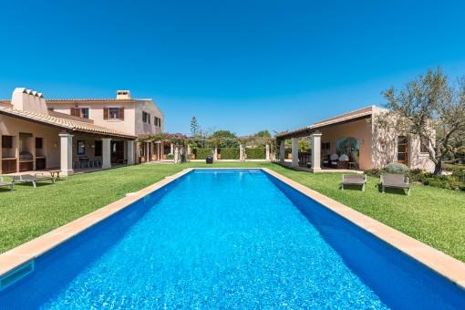 Stilvolles Landhaus mit bezauberndem Garten nahe Santanyi