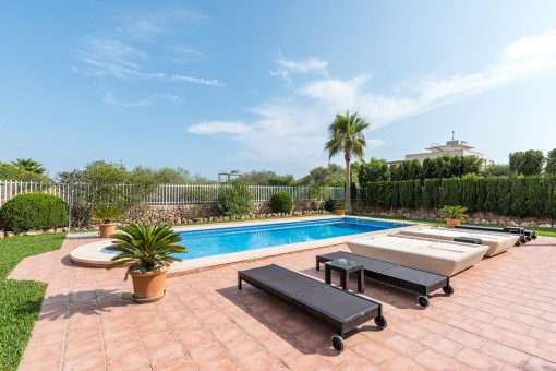Mediterraner und privater Poolbereich