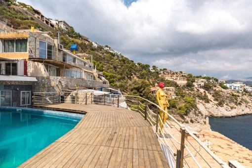Einmaliges Lokal mit Wohnung in erster Linie auf La Mola, Puerto de Andratx