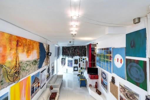 Ladenlokal mit hoher Decken
