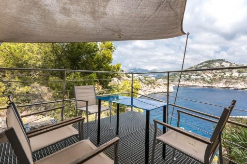 Studio-Apartment in erster Meereslinie mit direktem Meerzugang auf La Mola, Puerto de Andratx