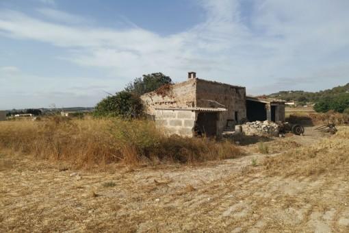 Grundstück mit alten Bauernhaus und zentraler Anbindung bei Montuiri
