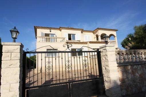Lichtdurchflutetes Haus im mallorquinischen Stil in Ses Palmeras in der Nähe von Palma