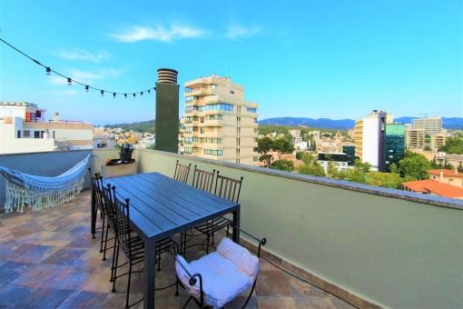 Exklusives Design-Penthaus mit 360° Blick von der Terrasse zum Meer, Hafen, Castell Bellver in Palma