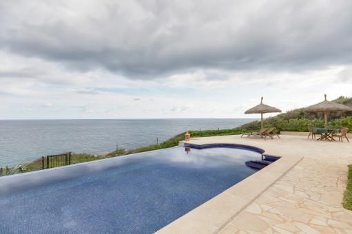 Spektakuläre Villa in atemberaubender erster Meereslinie in Cala Murada