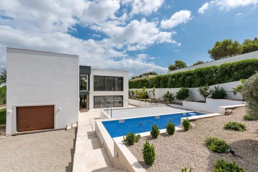 Neubauvilla in Nova Santa Ponsa mit Blick auf die Bucht