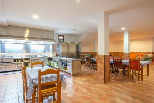 Keller mit Restaurantküche