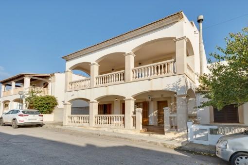 Großes Dorfhaus, nur 100 Meter vom Meer entfernt in Sa Ràpita