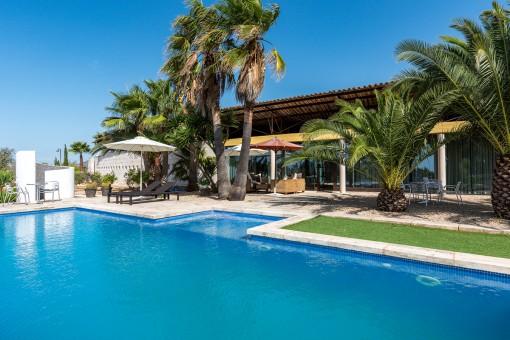 Herrlicher Pool und Terrasse