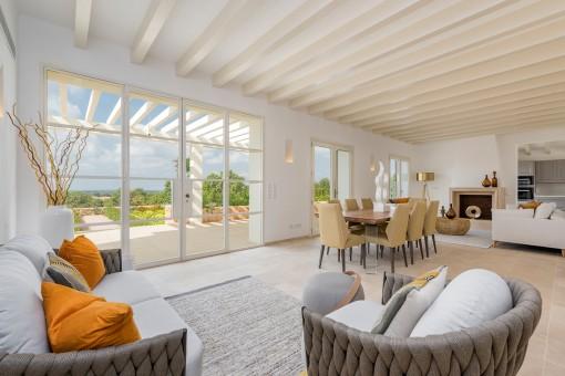 Schön gestalteter Wohn-und Essbereich