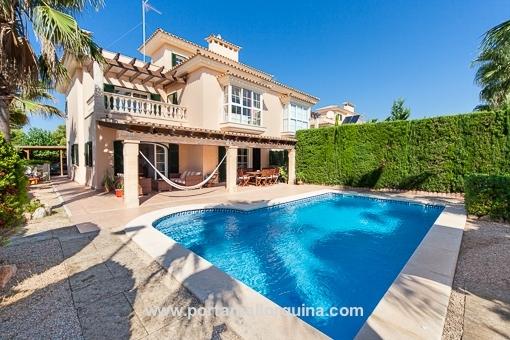 Elegante Doppelhaushälfte in angesehener Wohngegend in Puig de Ros