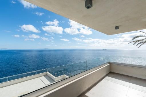 Überdachter Terrasse mit Ausblick
