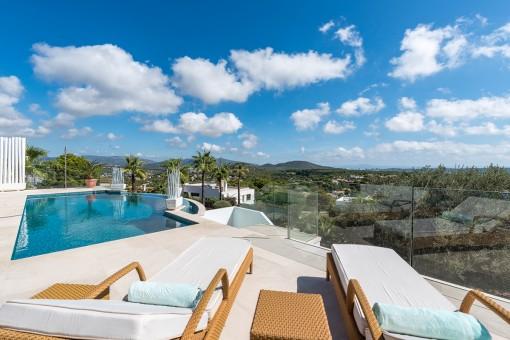 Moderne, mallorquinische Villa mit Fernblick in Santa Ponsa
