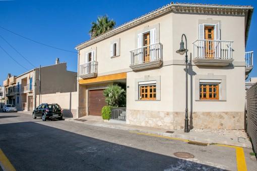 Großes, freistehendes Einfamilienhaus in El Molinar mit Garten, Garage und Meerblick-Dachterrasse